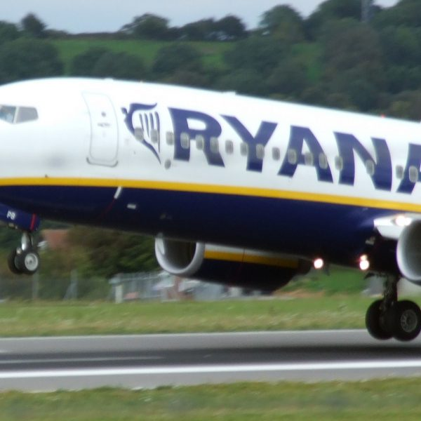Ryanair taking off. Simon Allardice. Flickr CC Licence